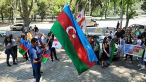В Тбилиси проходит акция в поддержку Азербайджана