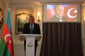 В Тбилиси почтили память Гейдара Алиева - ФОТО