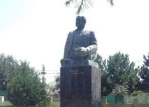 Началась реставрация памятника Нариману Нариманову