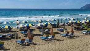 В Греции закрывают морские и горнолыжные курорты