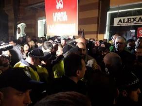 На акции протеста в Батуми кинотеатр Аполло забросали яйцами