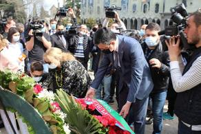 Ambassadors of Azerbaijan and Turkey pay tribute to April 9 victims  - PHOTO