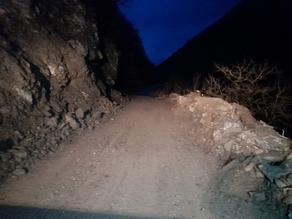 В Гудамакари расчистили дорогу от обрушившейся скальной породы