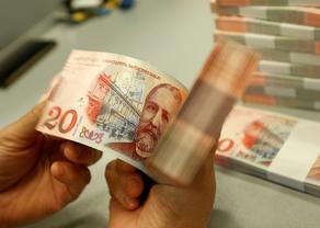 Лари обесценился по отношению к основным торговым валютам