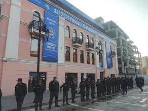 Депутаты парламентского большинства собираются в офисе Грузинской мечты