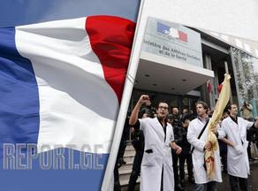 Во Франции уволены до 3000 врачей