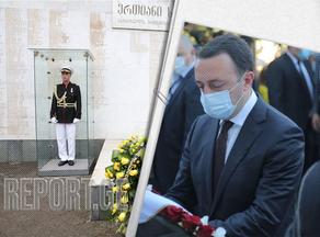 Премьер-министр возложил венок к Мемориалу Героев
