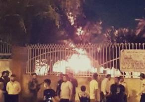 В Иране местные жители подожгли больницу - ВИДЕО