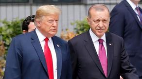 Президенты США и Турции связались по телефону