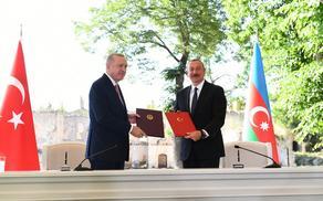 Алиев и Эрдоган подписали Шушинскую декларацию о союзнических отношениях