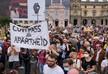 Во Франции часть населения протестует против введения COVID-паспортов