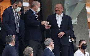 Ильхам Алиев и Реджеп Тайип Эрдоган за матчем сборной Турции