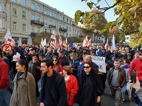 Сторонники Лело и Европейской Грузии собрались у парламента