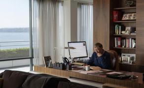 How do billionaires' desks look?  - PHOTO