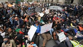23 полицейских пострадали во время акции протеста в Лондоне
