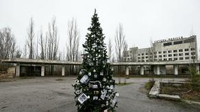ატომური კატასტროფიდან პირველად, პრიპიატში ნაძვის ხე დადგეს - PHOTO
