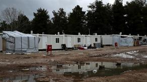 В Греции беженцев закрыли на карантин