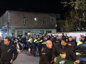 Офис Национального движения в Кутаиси забросали яйцами и вениками