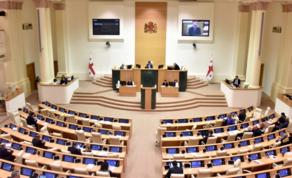 Парламент одобрил конституционные поправки во втором чтении