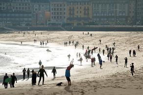 ესპანეთის სანაპიროები ხალხით გაივსო - PHOTO