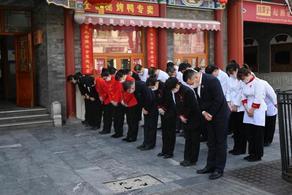 В Китае память погибших от коронавируса почтили минутой молчания