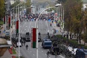 Против протестующих в Беларуси применили слезоточивый газ