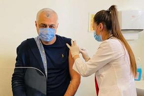 Мамука Хазарадзе привился от коронавируса