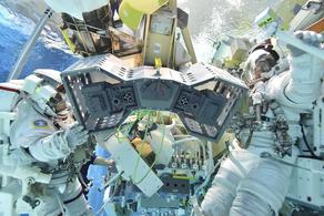 რობოტების სასტუმრო კოსმოსში