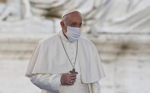 Папа Римский: Мы должны отказаться от рождественских подарков