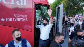 Демонстранты забросали камнями премьер-министра Канады