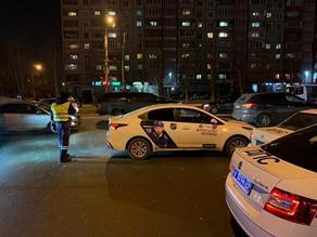 Three school students hit by a taxi in Russia