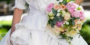 В Британии создали свадебное платье из масок