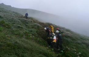 Спасатели в Грузии помогли упавшему с горы в реку туристу