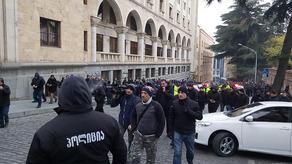 Возле парламента мобилизована полиция - ФОТО
