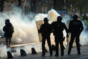 Police to use tear gas to disperse protesters in Paris - VIDEO