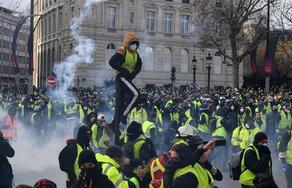 Участников акций Желтых жилетов разогнали газом