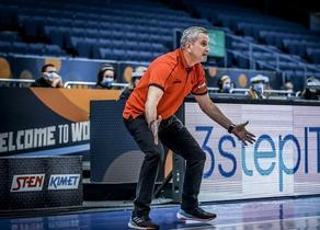 Georgia basketball team coach says Georgia never gives up - VIDEO