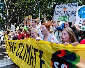 ხანძრებს გადარჩენილი ავსტრალია გლობალურ კლიმატური პროტესტს უერთდება
