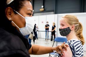 В США выросло число невакцинированных детей с COVID-19