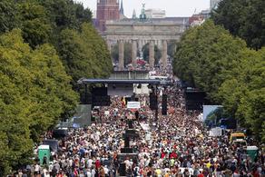 გერმანიაში საკარანტინო შეზღუდვების გამო მასშტაბური საპროტესტო აქცია მიმდინარეობს