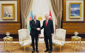 Azerbaijani, Turkish presidents hold phone conversation