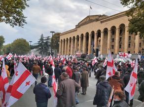 Перед парламентом Грузии проходит акция, связанная с событиями 20 июня
