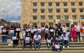 Journalists hold protests outside Administration of Government of Georgia - PHOTO