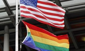 აშშ-ის საელჩოებს LGBTQ+ დროშის აღმართვის ნება დართეს