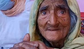 124 წლის ინდოელი ბებო კორონავირუსის საწინააღმდეგო ვაქცინით აიცრა