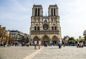 Открылась площадь собора Нотр-Дам в Париже
