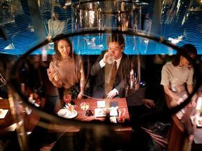 Tokyo restaurant sits visitors in bowl-like screens - PHOTO
