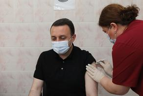 Премьер министр прошел полный курс вакцинации от COVID-19