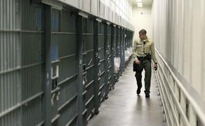 კორონავირუსის გამო აშშ-ში 2000-მდე პატიმარი ციხიდან გაუშვეს
