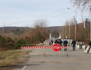 Экспресс-тест мужчины на Ингурском мосту подтвердил у него COVID-19